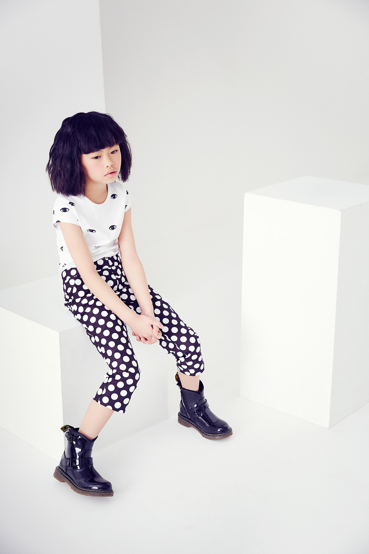 Kids fashion story monochrome girl 2